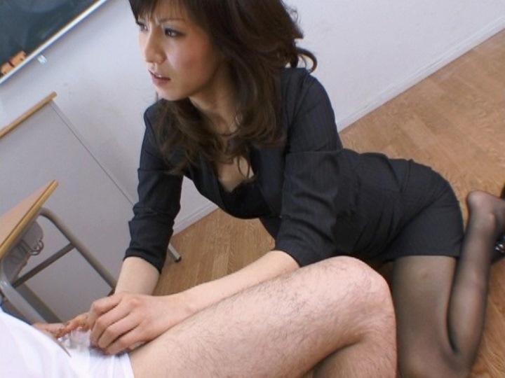 超絶エロボディの人妻が騎乗位でテクニックを魅せるセックス動画