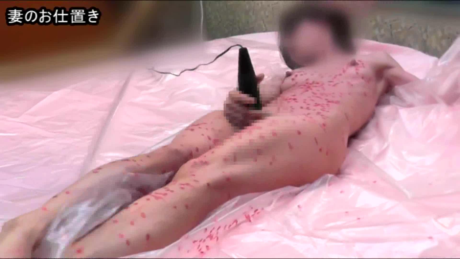 (個人撮影)ベッド上で電マオナニーをする妻を棒で叩き蝋燭責め!